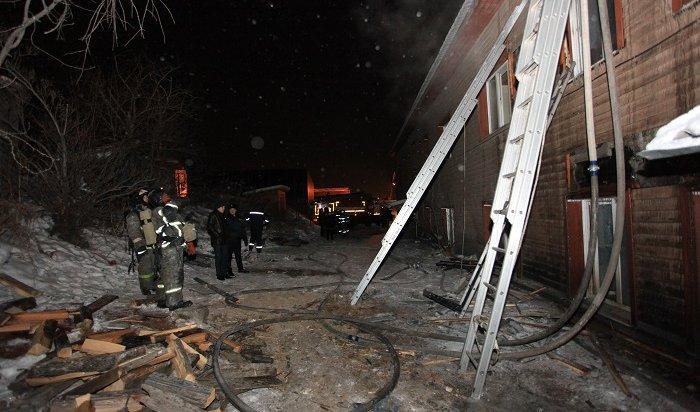 Пожар вдеревянном двухэтажном доме вцентре Иркутска произошел из-за неисправной печи