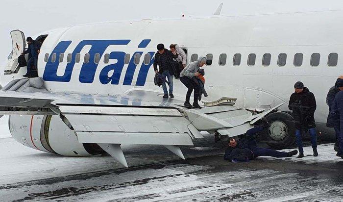 ВКоми пассажирский лайнер UTair приземлился «набрюхо» (Видео)