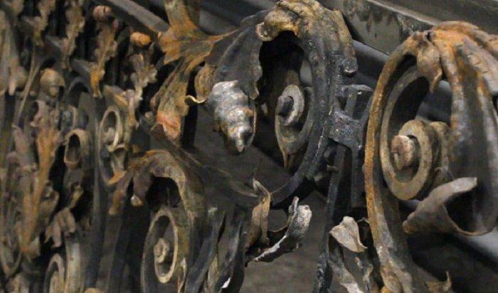 Ограждение иркутского памятника Александру III восстанавливают вИК№19 (Видео)