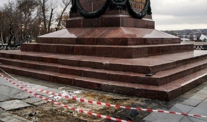 Виновника ДТП спамятником Александру III оштрафовали на30тысяч рублей илишили прав