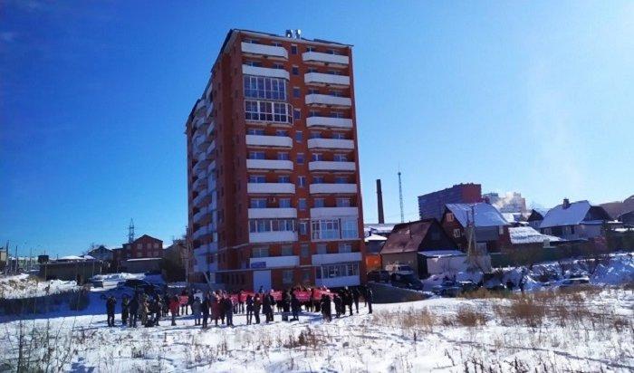 137иркутских семей вышли намитинг против сноса 11-этажки наПискунова, 40 (Фото+Видео)