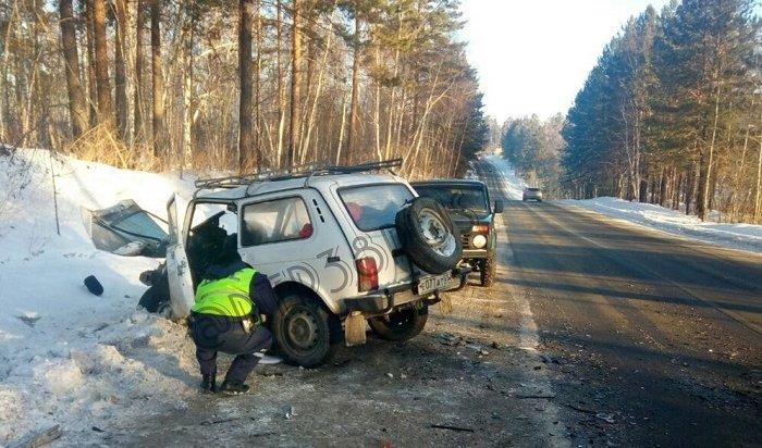 Один человек пострадал при столкновении трех автомобилей под Иркутском