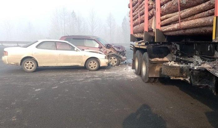 Лесовоз столкнулся стремя автомобилями вБратске