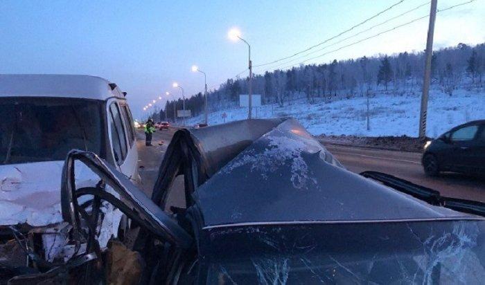 Водитель Toyota Camry погиб при столкновении с«Газелью» под Иркутском (Видео)