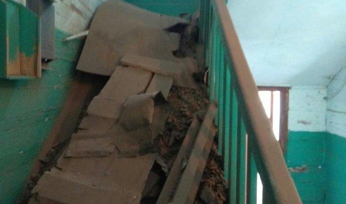 Потолок обрушился вдвухэтажном жилом доме вКиренском районе (Фото)