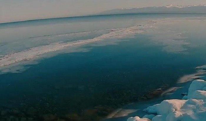 WEACOM.RU запечатлел, как Байкал покрывается льдом (Таймлапс)