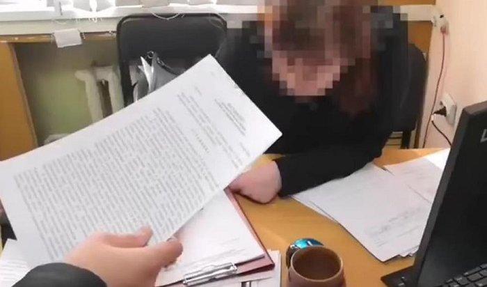 Двух женщин— судебных приставов задержали вШелехове завзятку (Видео)