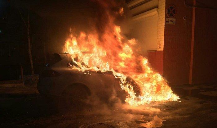 Три дорогих автомобиля сгорели вИркутске минувшей ночью (Фото)