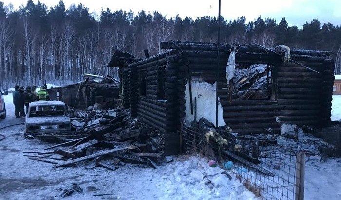 Двое детей иихотец погибли напожаре впоселке Маркова под Иркутском