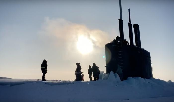 ВСеть попало видео всплытия американской атомной подлодки из-подо льда вАрктике (Видео)
