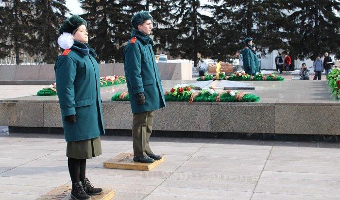 Иркутские курсанты заступили наВахту памяти уВечного огня