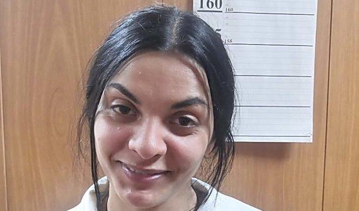 Аферистки изНовосибирска похитили деньги изквартиры братчан, втершись вдоверие кшкольнику
