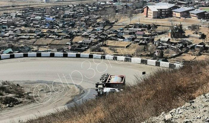 ВСлюдянском районе временно перекрыли федеральную трассу из-за ДТП сфурой (Видео)