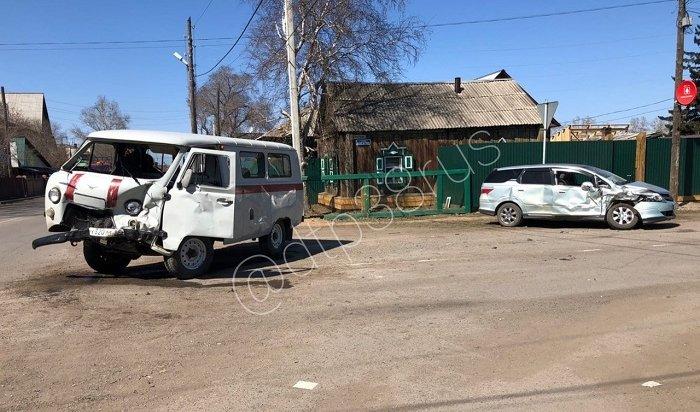 Четыре человека пострадали вДТП сучастием автомобиля скорой помощи вУсть-Орде