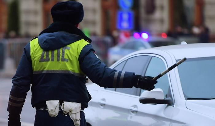 ВУсть-Илимске пьяный водитель «вез домой друга Палыча» вбагажнике машины (Видео)