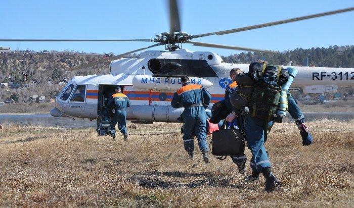 Двух мужчин ишкольника ищут свертолета МЧС насевере Иркутской области