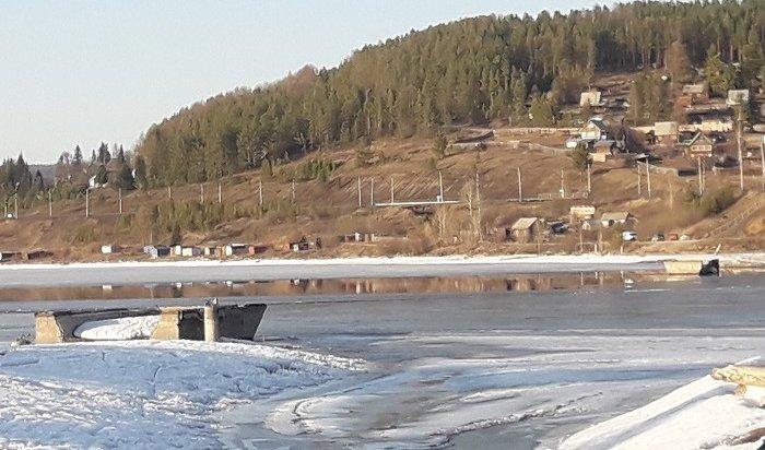 Один человек погиб после провала мотоцикла под лед реки Илим