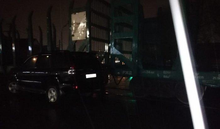 Пьяный водитель Toyota Land Cruiser врезался втепловоз вИркутске