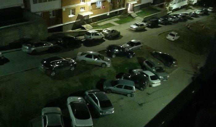 Пьяный иркутянин, угоняя автомобильВАЗ, врезался внесколько машин вБерезовом (Видео)