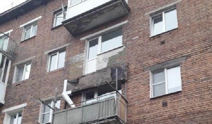 Балкон жилого дома обрушился вТулуне вовремя ремонта