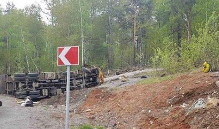 Водитель грузовика пострадал вДТП вШелеховском районе (Видео)