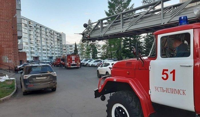 25человек спасли напожаре вмногоэтажке Усть-Илимска