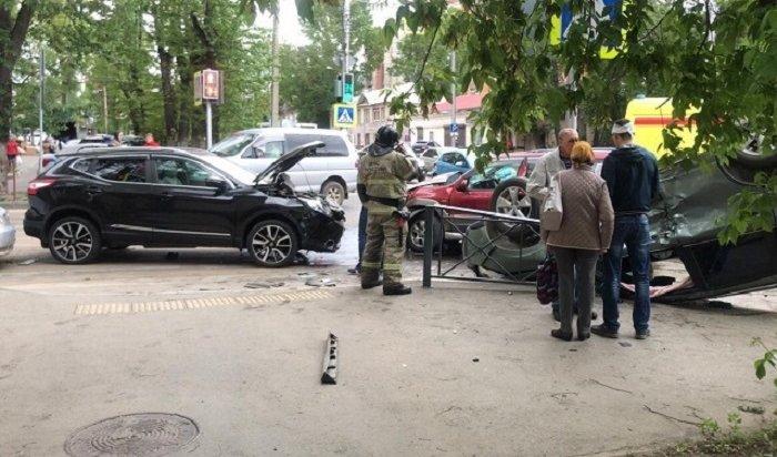 Три человека пострадали при столкновении четырех автомобилей вИркутске