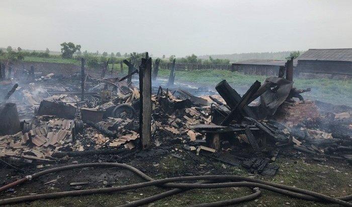 Четверо маленьких детей иихотец погибли напожаре вЗиминском районе