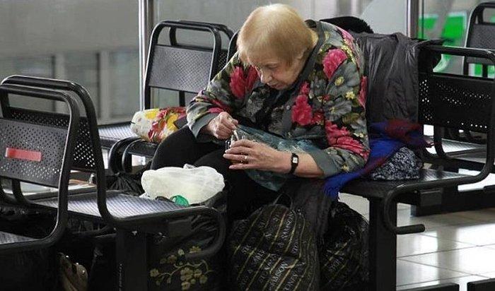 Пожилая женщина семь лет живет втерминале аэропорта Иркутска