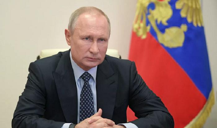Путин поручил увеличить минимальный размер пособия побезработице до4,5тысяч рублей