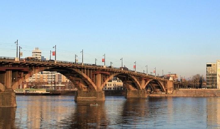 Проезд поГлазковскому мосту будут ограничивать ввыходные дни— трамваи ходить небудут (СХЕМА)