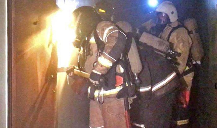 ВИркутске изгорящей пятиэтажки спасли 26человек