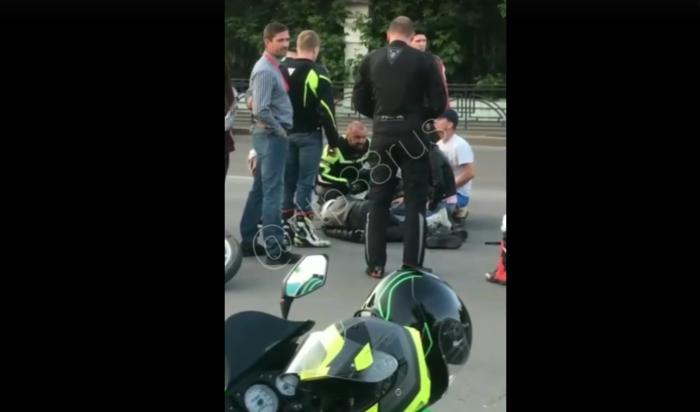 ВИркутске сотрудники ГИБДД выясняют обстоятельства аварии смотоциклистом