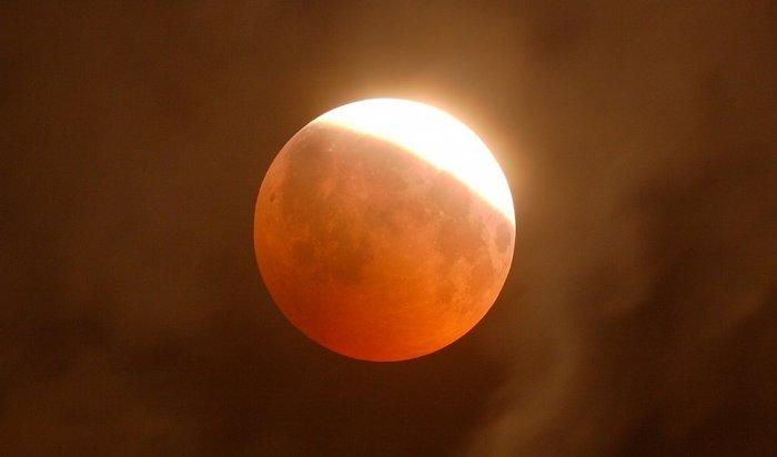 Команда астрономической обсерватории ИГУ опубликовала снимки частного солнечного затмения