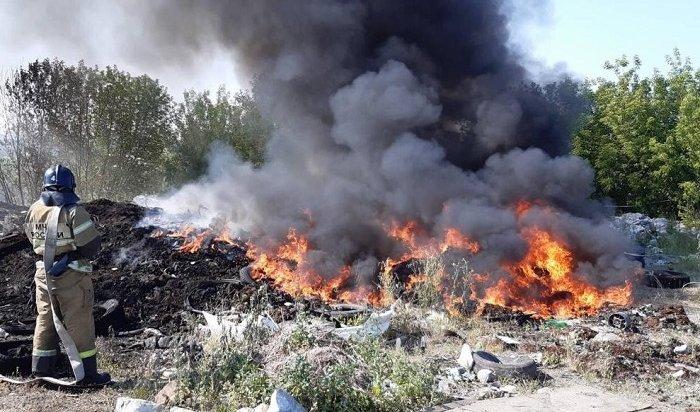 Свалка состарыми автопокрышками второй день горит под Иркутском (Видео)