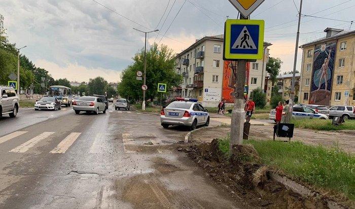 88-летний водитель сбил двух школьниц напешеходном переходе вАнгарске