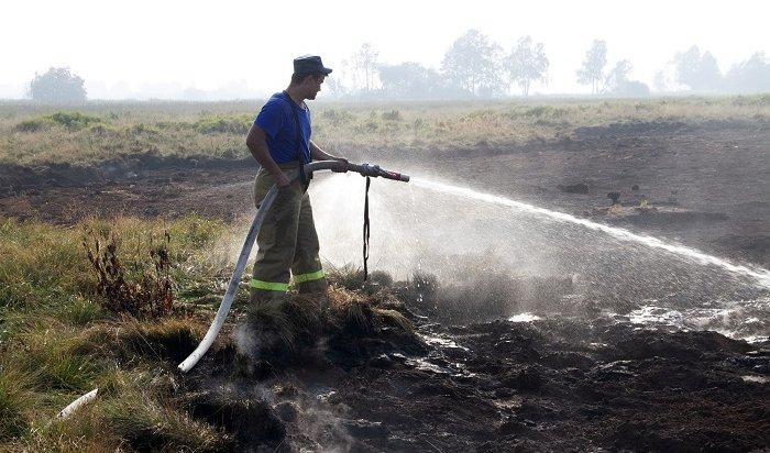Торфяник горит под Иркутском наплощади 800кв.метров
