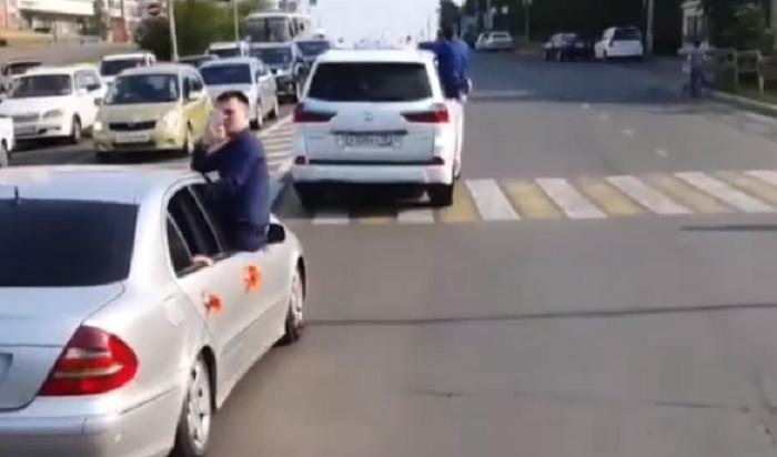 Участников свадебного кортежа вПриангарье оштрафовали заопасные маневры надороге (Видео)