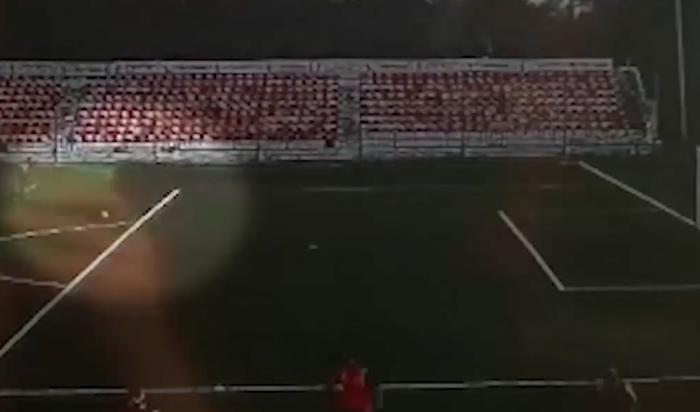ВСети появилось видео попадания молнии в16-летнего российского футболиста
