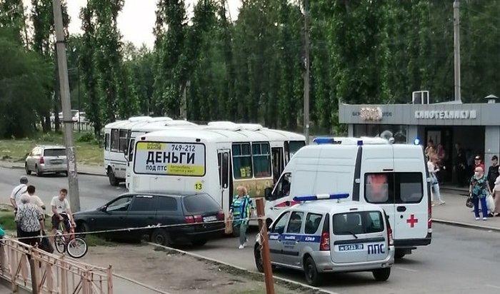 ВИркутске водитель автобуса №13протаранил иномарку после словесной перепалки (Видео)