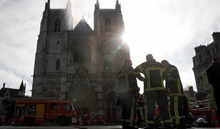ВоФранции горел собор Святых Петра иПавла (Видео)