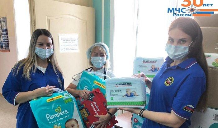 Сотрудники МЧС помогли детям, лежащим вбольнице