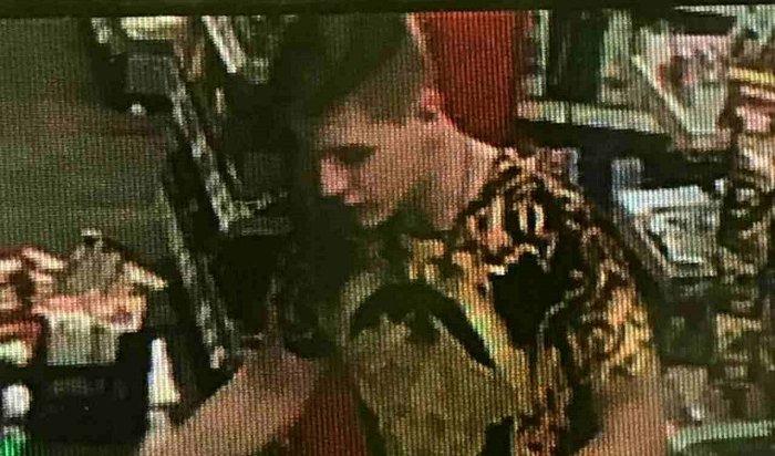 ВИркутске разыскивают парня, расплатившегося запокупки чужой картой (Видео)