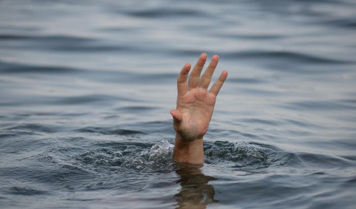 В Шелеховском районе трое детей чуть неутонули, плавая насамодельном плоту