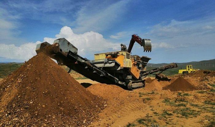 На Ольхоне ремонтируют дорогу в Хужир