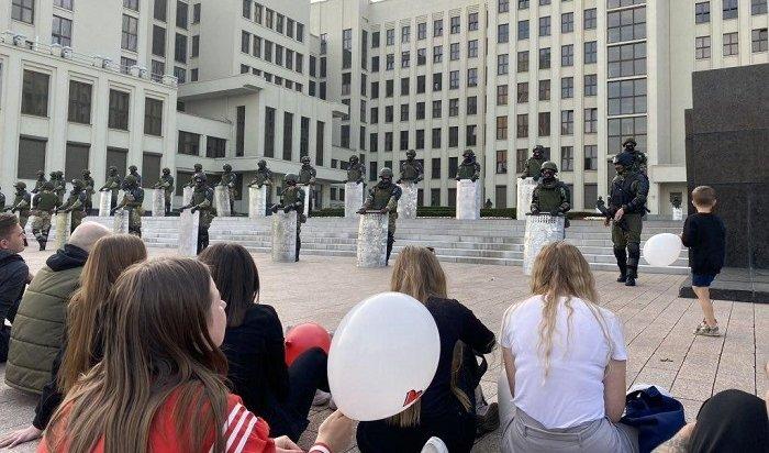 Речи Лукашенко иТихановской, объятия сомоновцами, забастовки рабочих: шестой день протестов (Видео)