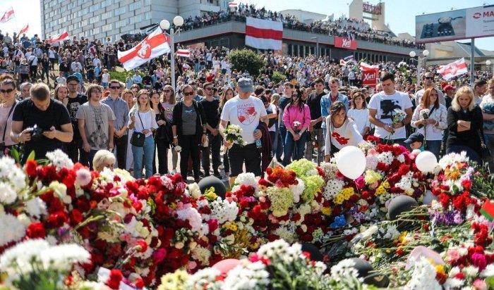 Прощание спогибшим: седьмой день протестов вБеларуси (Видео)