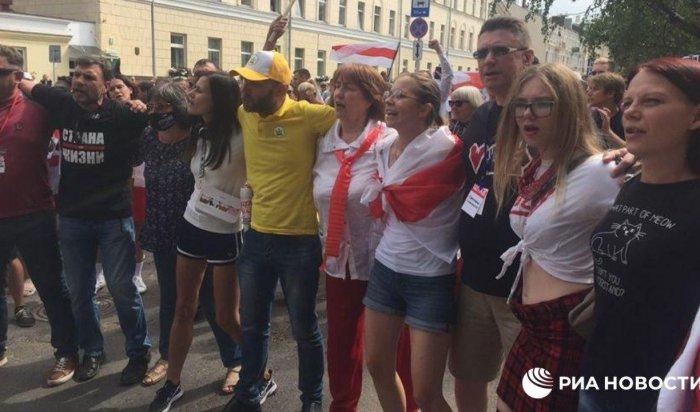 «Саша, тыуволен!» —кричали митингующие надесятый день протестов вБеларуси (Видео)