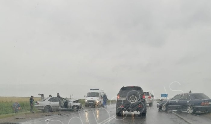 6-километровая пробка возникла из-за ДТП натрассе вЧеремховском районе