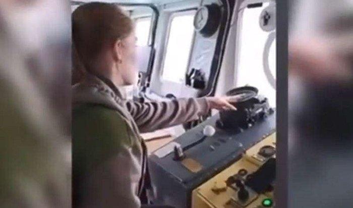 Пассажирку пустили заштурвал парома наОльхон, речное пароходство проводит проверку
